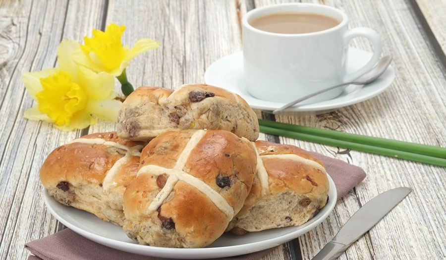 easter hot cross buns and coffee
